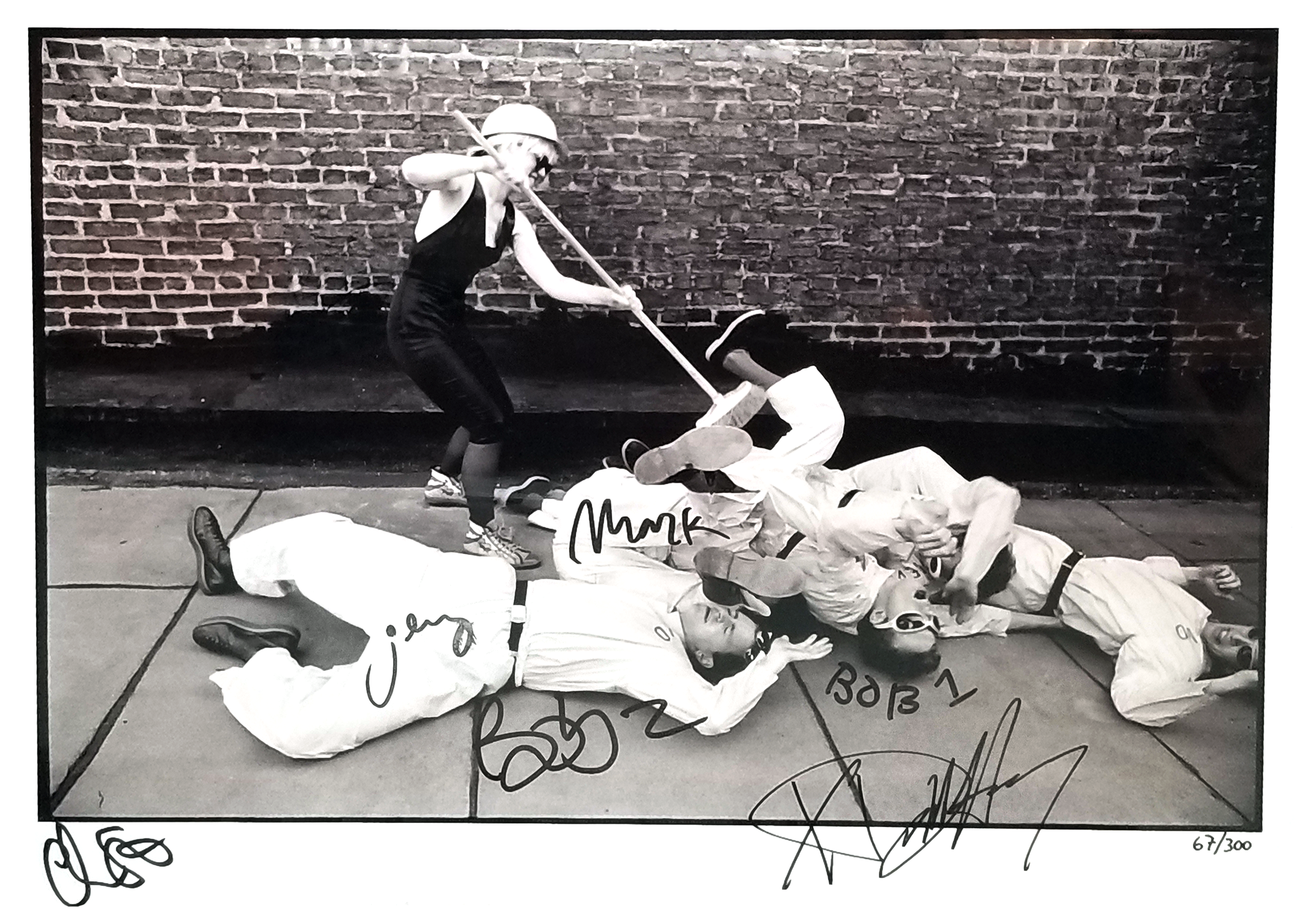 BLONDIE/DEVO AUTOGRAPHED PHOTO - BlondieUS